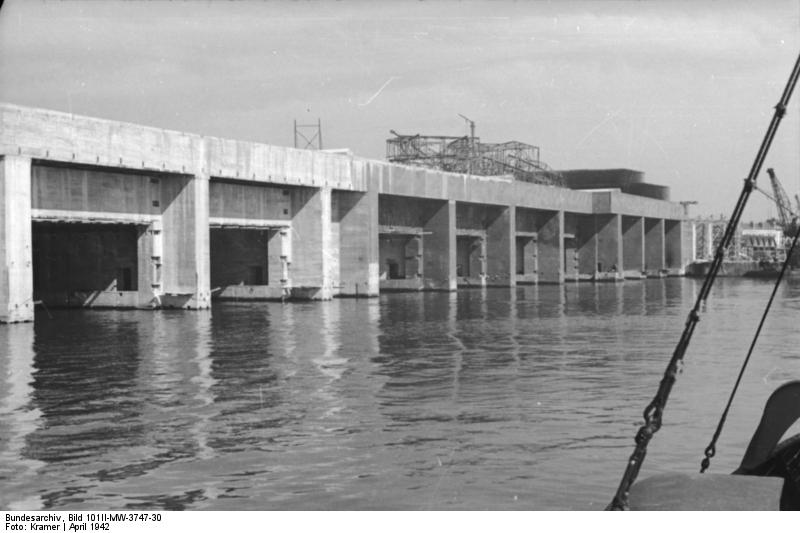 U-Boat Pens at Saint Nazaire under construction (Bundesarchiv)